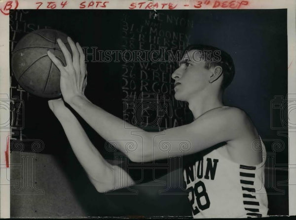 1948 Press Photo Eppa Rixey Jr basketball player at Kenyon College - net04558 - Historic Images