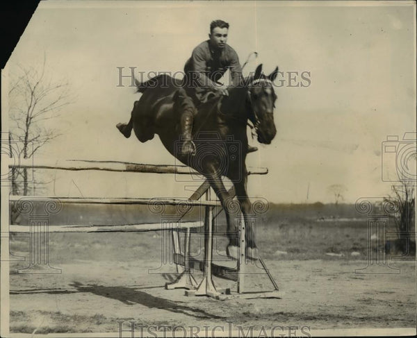 1926 Press Photo Andrew Dirik jumps a hurdle on Peanuts the horse at show - Historic Images