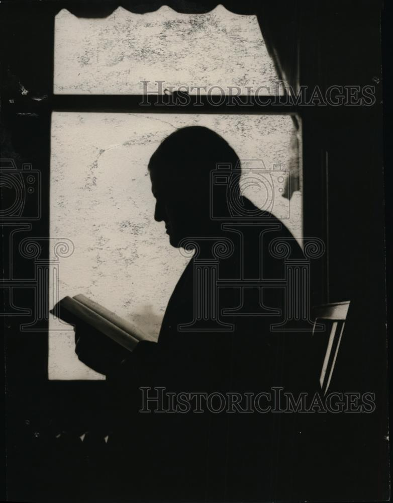 1920 Press Photo AM Palmer reads a book - nef01201 - Historic Images