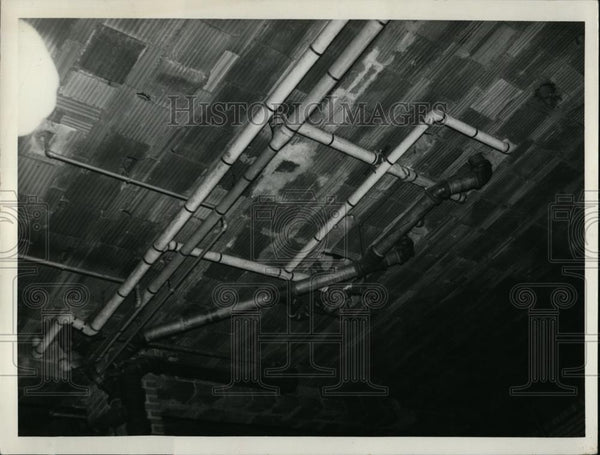1937 Press Photo Plumbing work exposed in ceiling of county jail chapel - Historic Images