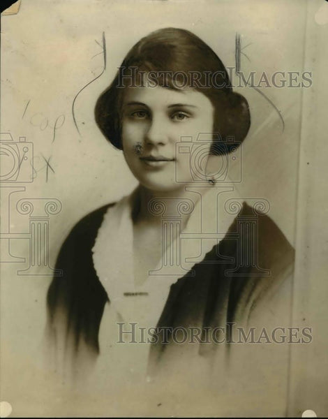 1921 Press Photo Portrait Of Mildred James - nee95988 - Historic Images