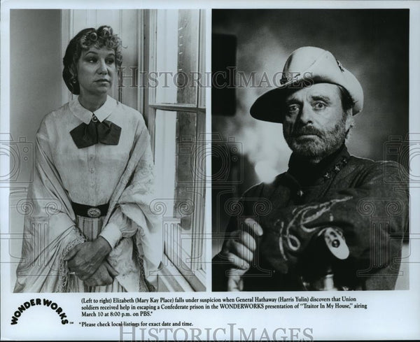 "Press Photo Mary Kay Place and Harris Yulin in ""Traitor in My Home"" - cvb73468 - Historic Images"