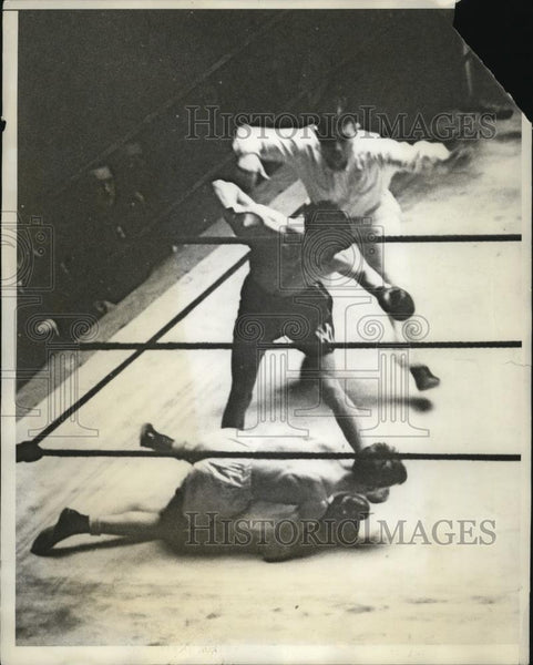 1931 Press Photo Boxer Joe Ferrante knocked down by Frank Fuller, National AAU - Historic Images