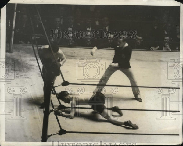 1931 Press Photo John Consiglio knocks down Al Meyers during Golden Gloves bout - Historic Images