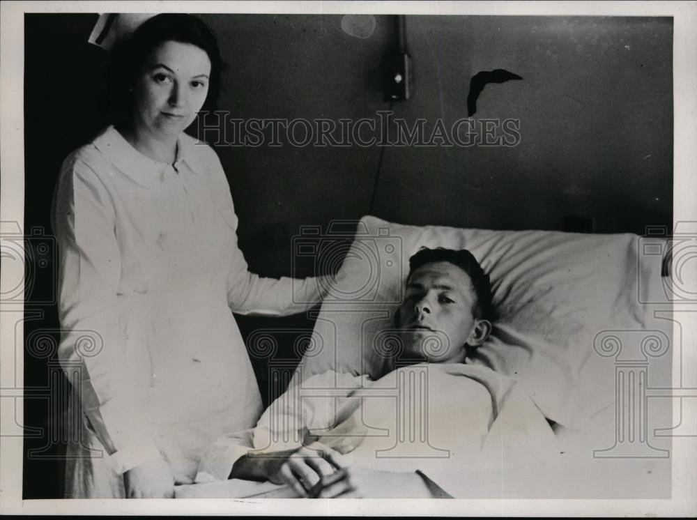 1939 Press Photo George Nichols in hospital after attempting to commit suicide - Historic Images