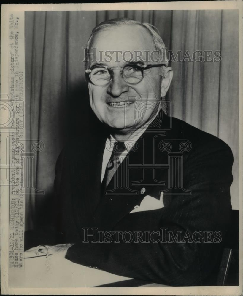 1940 Press Photo President Truman Poses For His Christmas Picture - nee95707 - Historic Images