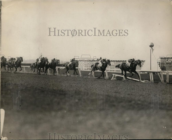 1928 Press Photo Finish of WD Handicap race won by Justice F - net18623 - Historic Images