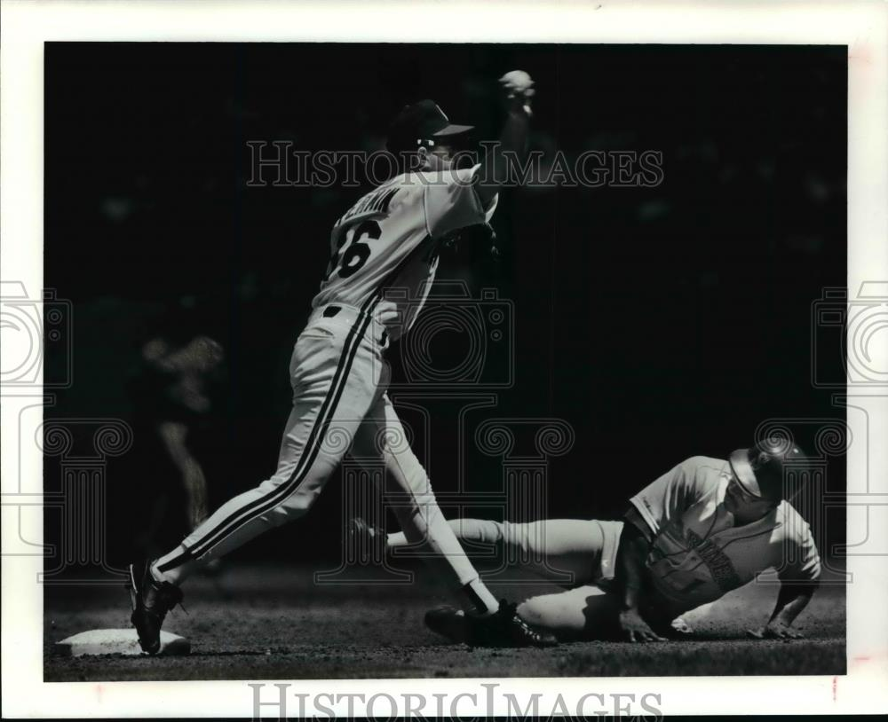 Press Photo The Mariners Greg Briley is forced out at second. - cvb57737 - Historic Images