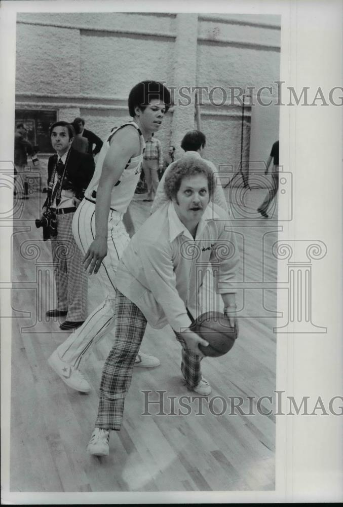 1977 Press Photo Basketball - cvb70218 - Historic Images