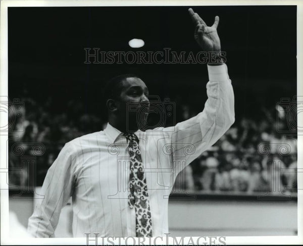 Press Photo University of Akron Head Basketball Coach Coleman Crawford - Historic Images