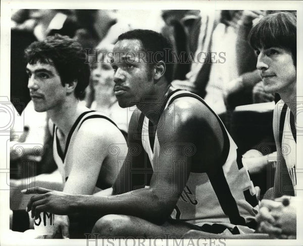 Press Photo Trent Grooms (center) of Kent State Basketball - cvb72454 - Historic Images