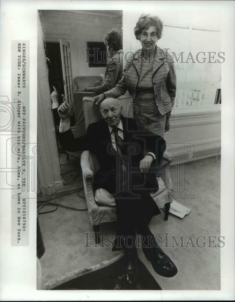 Phenomenal 1979 Press Photo Isaac Singer With His Wife Alma At Home In New York Home Interior And Landscaping Ologienasavecom