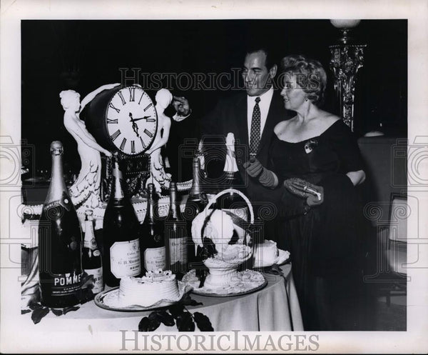 Press Photo Actress Joan Blondell and Charles Butler at the Biltmore Hotel. - Historic Images