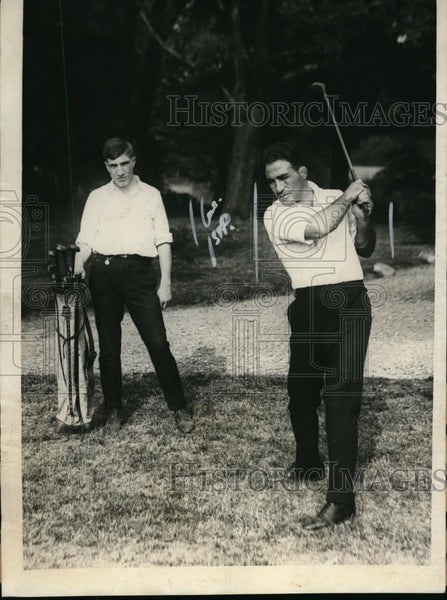1923 Press Photo Boxer Johnny Dundee golfs while training for boxing match - Historic Images