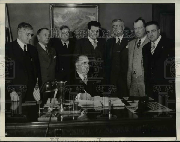 1934 Press Photo Los Angeles Car Strike Leaders Meet With Company Officials - Historic Images
