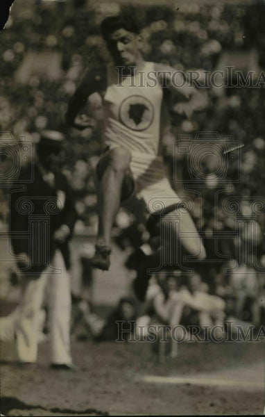 1920 Press Photo Track star Charles Way in broad jump event at a meet - Historic Images
