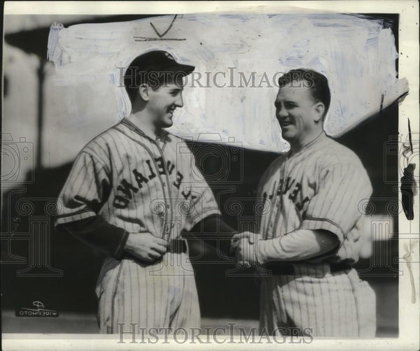 1936 Press Photo Billy Sullivan Shakes Hands with Teammate - cvb76435 - Historic Images