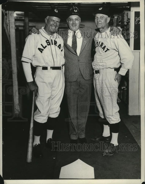 1932 Press Photo Tris Speaker poses with the Al Sirat Grotto team members - Historic Images