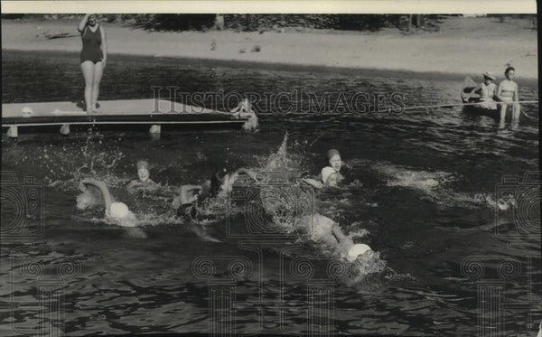 1939 Press Photo Camp Fire Girls swimming at Camp Sweyolakan - Historic Images