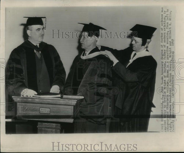 1947 Wire Photo Orville Wright Receives Honorary Degree at Otterbein College - Historic Images