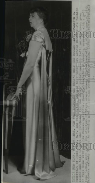 1938 Wire Photo Mrs Franklin Roosevelt on a gown from Arnold Constable - Historic Images