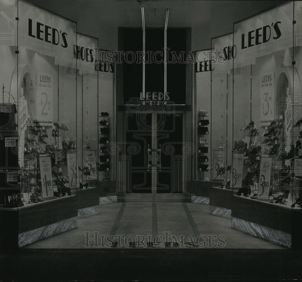 1935 Press Photo View of a Leed's Shoe Store - spx10532 - Historic Images
