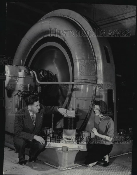 Press Photo Vern Fryer Monroe Street plant superintendent - spx10139 - Historic Images
