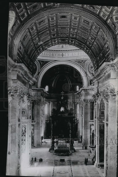 1949 Press Photo General view of the Confessional Altar in St. Peter's Basilica - Historic Images