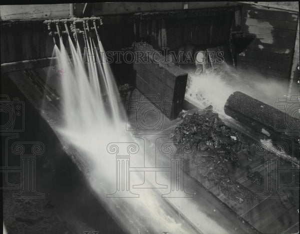 1938 Press Photo Logs being washed at C.T.C Mill in Lewiston, Idaho - spx10981 - Historic Images