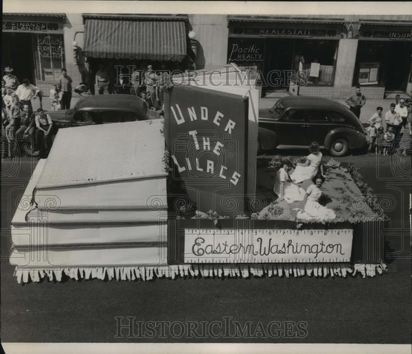 1949 Press Photo Lilac Festival, Eastern Washington Float - spx11493 - Historic Images