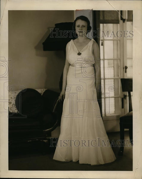 1933 Press Photo Louise Alexander Wearing Dress - nef47715 - Historic Images