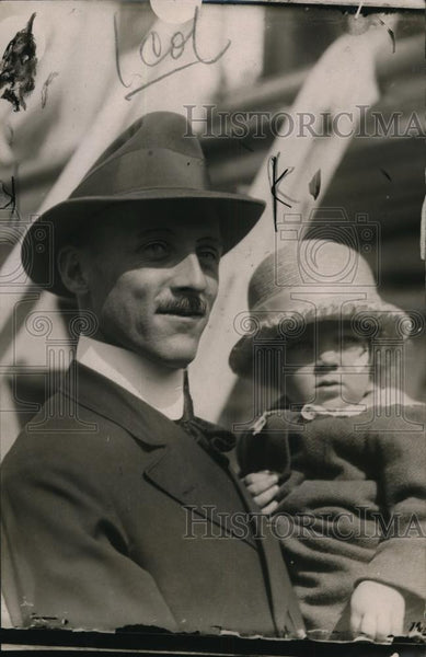 1918 Press Photo Willys Peck and little daughter - nef52544 - Historic Images