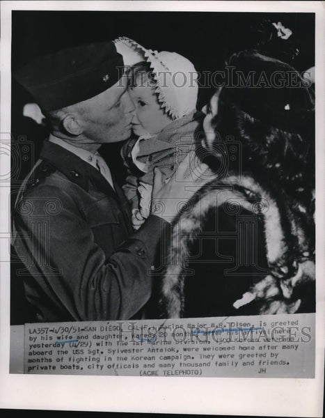 1951 Press Photo Major M.R. Olsen greeted by his wife and daughter - nef35668 - Historic Images