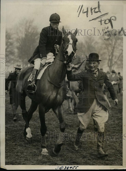 1927 Press Photo The Prince of Wales on Cark Courtier at Lord Manners Cup race - Historic Images