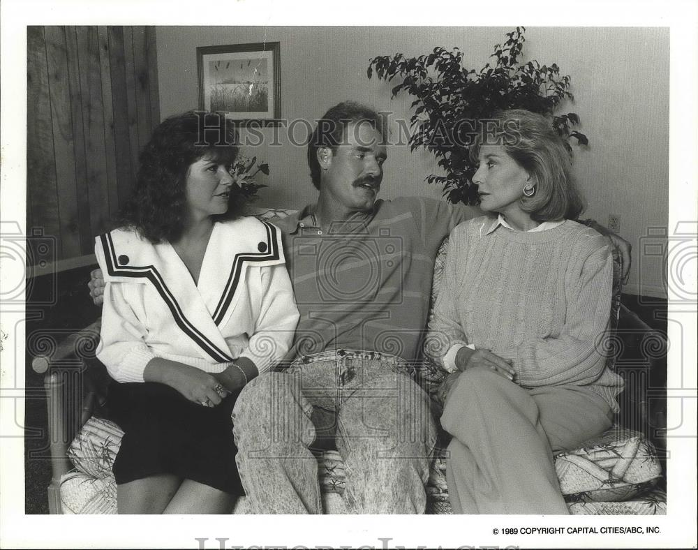 Press Photo Wade Boggs and Two Unidentified Females - nef63528 - Historic Images