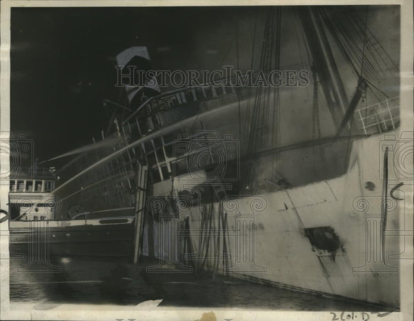 1923 Press Photo United Fruit Steamship, Santa Maria burned from fire - Historic Images