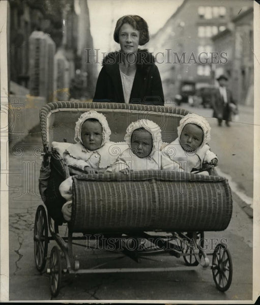 1925 Press Photo Mrs William Aldingar & triplets William, Fred & Robert - Historic Images