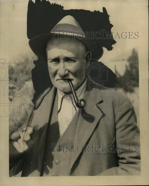 1930 Press Photo CE Papworth who raises cactus on his ranch - neo01237 - Historic Images