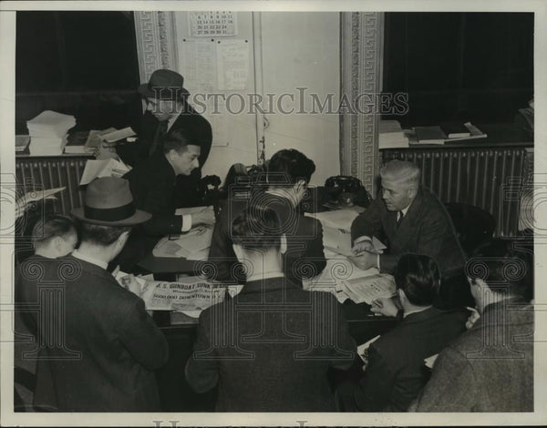 1938 Press Photo M.J. McDermott Informing Press of Events Following Bombing - Historic Images