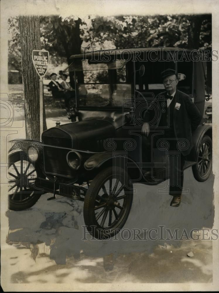 1928 Press Photo Burton Lee Brown, Has 42-Year Clean Driving Record, Washington - Historic Images