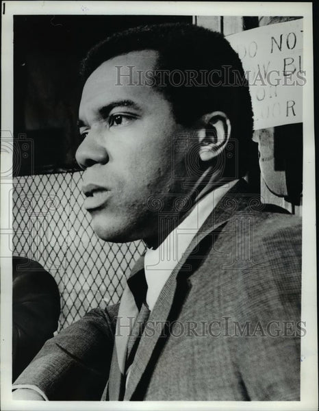 "Press Photo Robert Hooks in ""NYPD"" - cvp55303 - Historic Images"