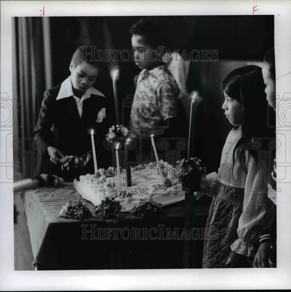 1978 Press Photo Fifth graders at Martin Luther King Jr School candlelight - Historic Images