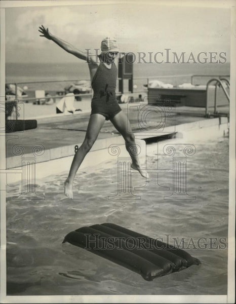 1929 Press Photo Hope Audrey Plummer swimming in Florida on vacation - net30521 - Historic Images