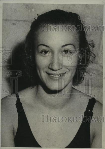 1933 Press Photo Edith Mortridge Sets A Swim Record - net34464 - Historic Images