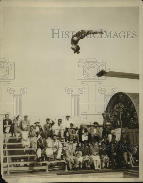 1929 Press Photo Marie Duvall of LA child diver at Ambassador pool in LA - Historic Images
