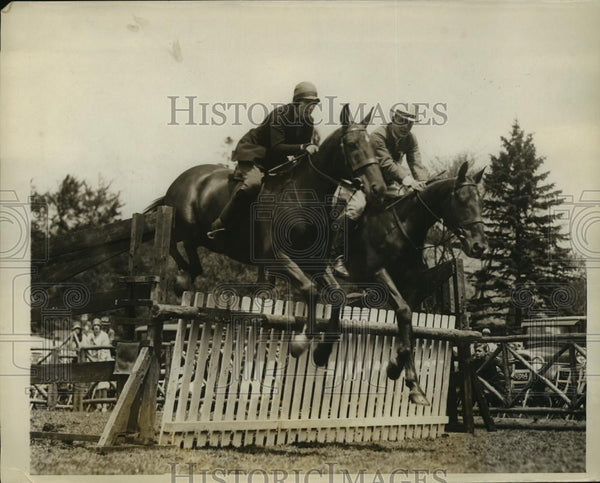 1928 Press Photo Lorraine Liggett, Claire Waldon at Chestnut Hill Horse Show MA - Historic Images
