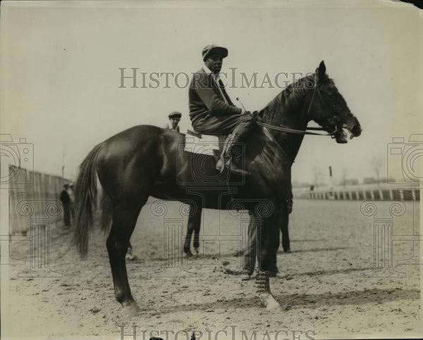 1928 Press Photo Jockey on Mulligan's Son at a track - net33984 - Historic Images