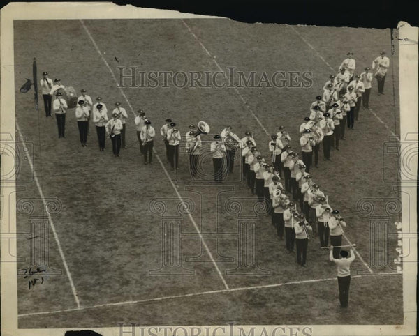 1922 Press Photo Yale band performs at football game halftime show - net33869 - Historic Images