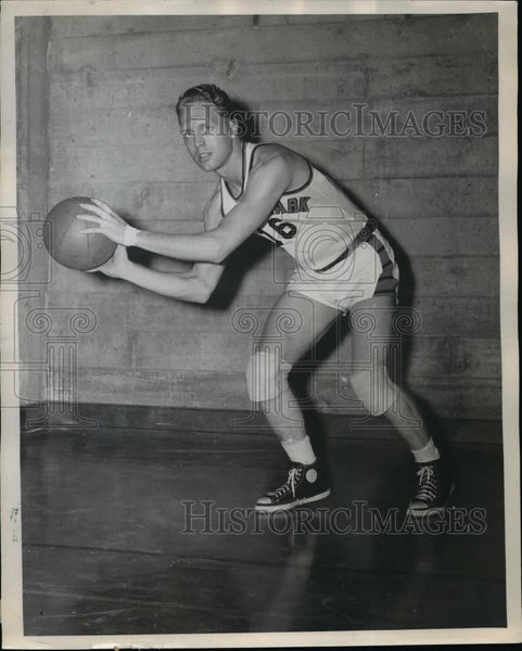 1948 Press Photo Clarence Friedricks, Lewis and Clark basketball team's newcomer - Historic Images