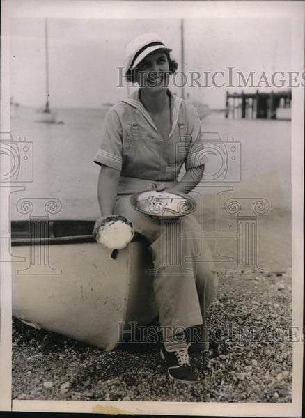 1936 Press Photo Mrs Jim Dickson skipper in CA Yacht Club race at Catalina - Historic Images